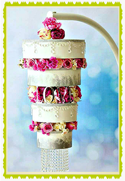 home-page-gallery-chandeleir-wedding-cake